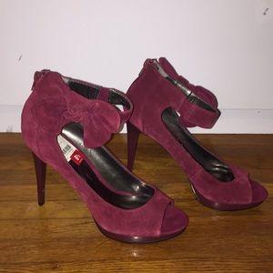 Cute maroon suede Carlos Satana pumps! Size 8 1/2